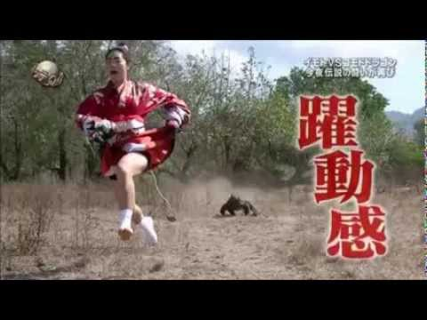 Komodo Dragon chasing Ayako Imoto on crazy japanese game show