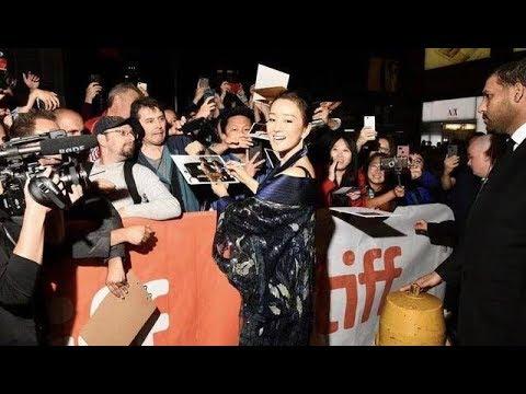 《石涛聚焦》「新加坡籍的巩俐 多伦多电影节首映被问香港事件 瞬间大黑脸」曾经因含六四主题「颐和园」导演娄烨 巧语答疑 让巩俐点头观众掌声