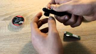Poradnik wędkarski: Jak zawiązać haczyk wiązarką do haczyków? Szybki i skuteczny sposób.