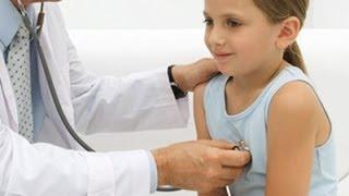 Cómo tratar los vómitos en los niños