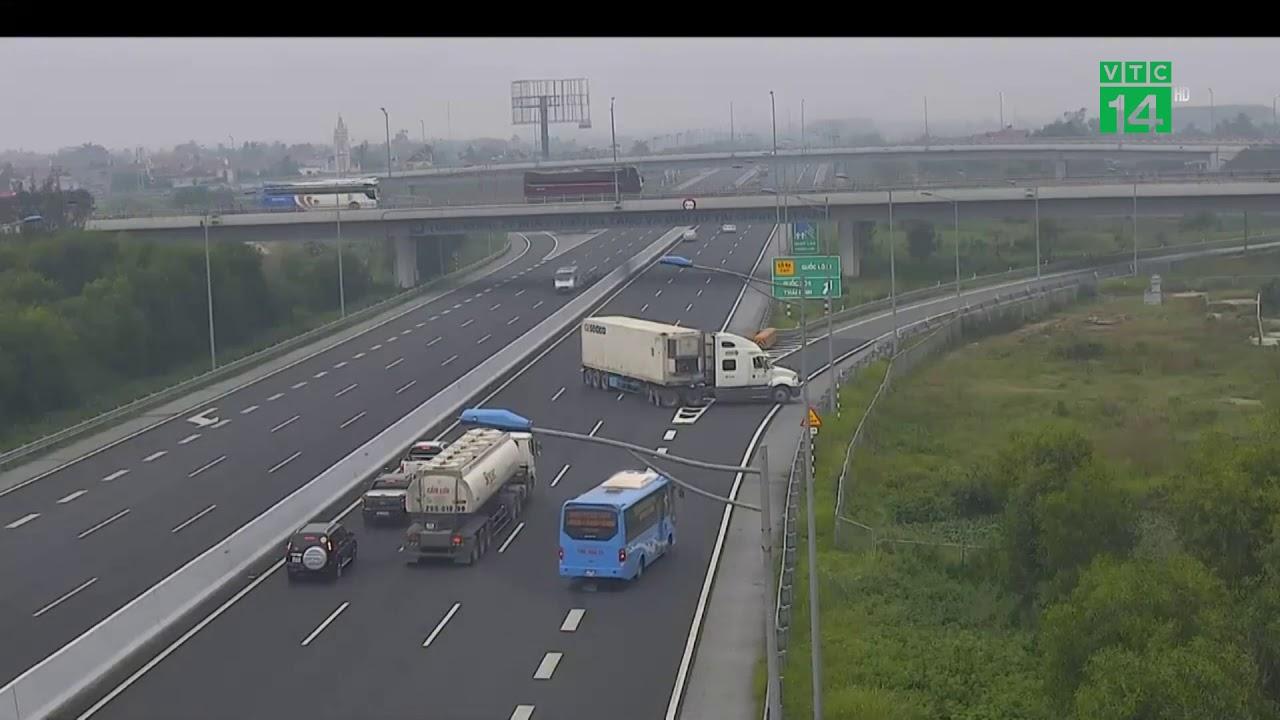 Tài xế quay xe trên cao tốc Hà Nội – Hải Phòng chạy 120km/h | VTC14