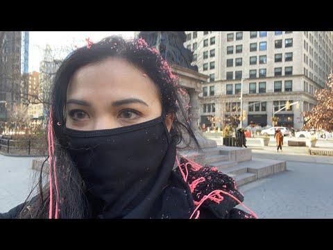 警察袖手旁观!黑命贵安提法暴徒暴力袭击纽约市女记者 【阿波罗网编译】(视频)
