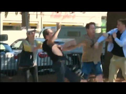 شاهد: شاب يعتدي على صحافيين في أستراليا  - نشر قبل 2 ساعة