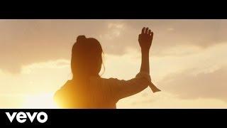 Смотреть клип Djamila - Breathe