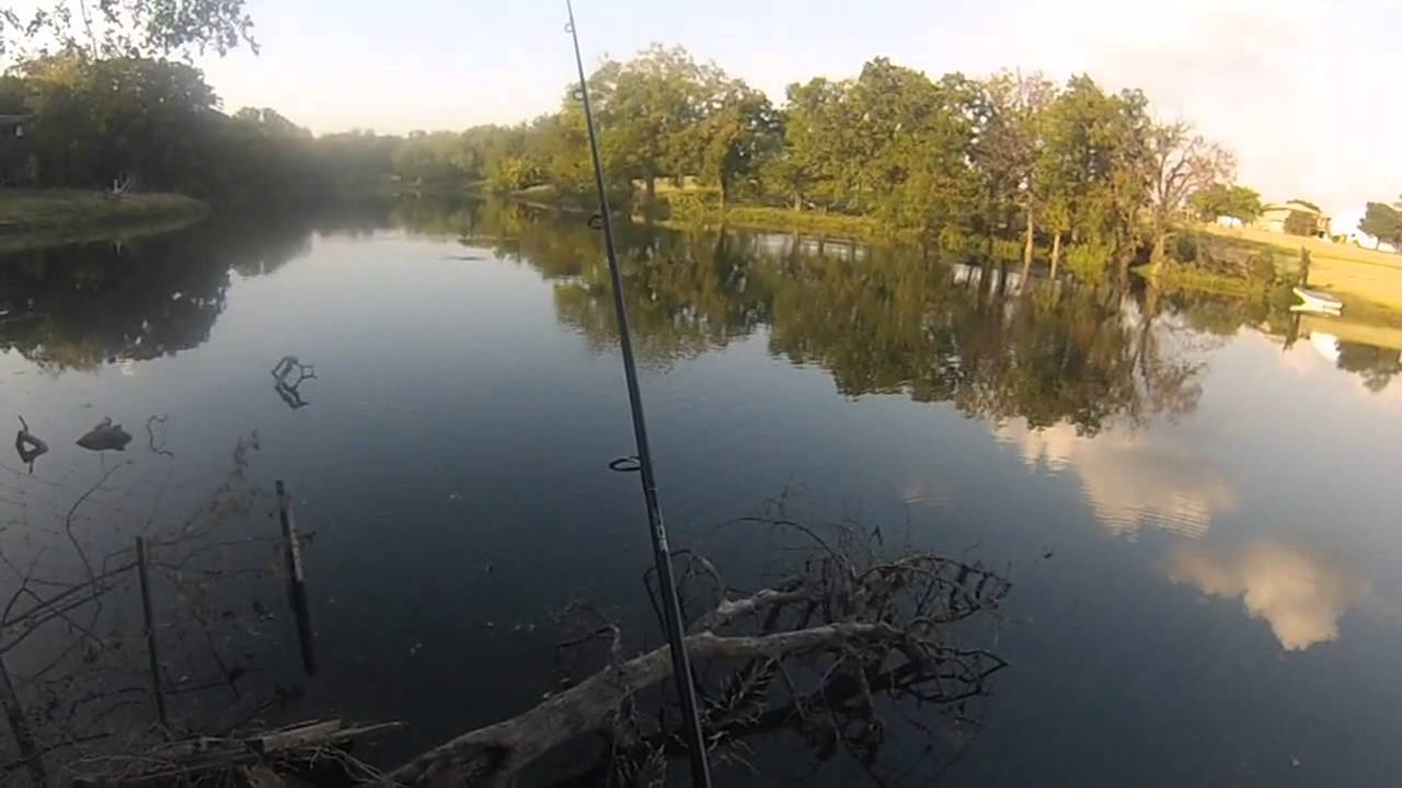 Fall texas bass fishing at denton pond youtube for Bass fishing ponds