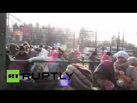 Ukraine: Rush through Polish border continues after stampede injured elderly woman