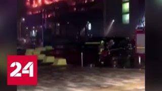 В Ливерпуле на парковке сгорели 1400 автомобилей - Россия 24