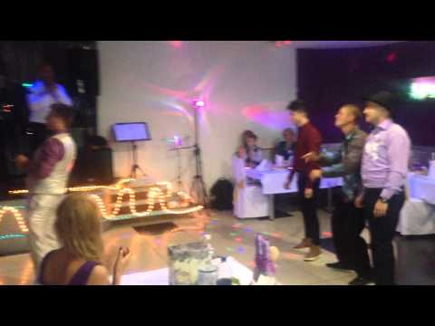 Поймал подвязку невесты