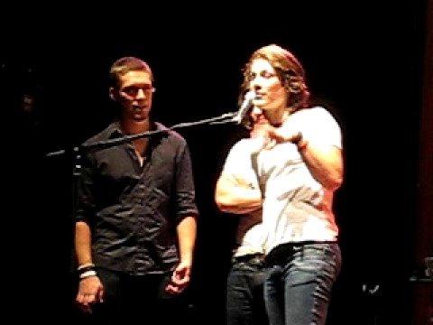 Hanson Encore Speech; Isaac gives girl the finger
