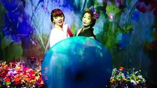 コレド室町・日本橋三井ホールで開催中のFLOWERS BY NAKED 2020 -桜-へ行ってきました 踊っていたら、イベント付きのダンサーさんが入ってきてくだ...