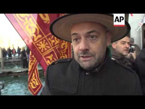 Venetians stage de-population protest