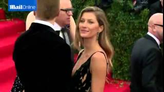 Gisele and hubby Tom share kiss at Costume Institute Gala Archive