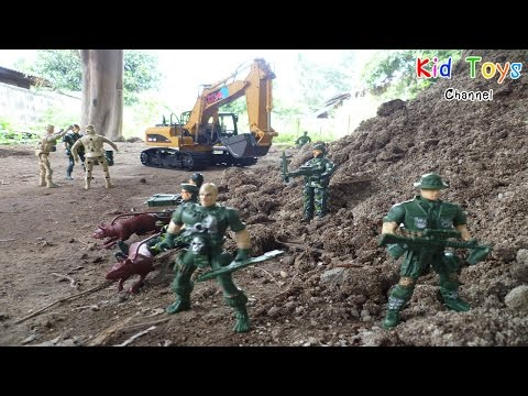 RC Excavator Soldiers protect excavator in the red zone border.