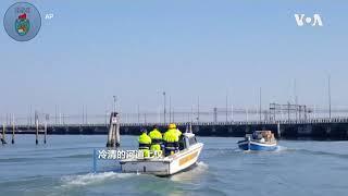 意大利解封遥遥无期 威尼斯志愿者乘船运送食品包