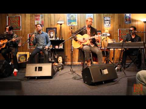 1029 The Buzz Acoustic Session: Queens of the Stone Age  I Sat  The Ocean