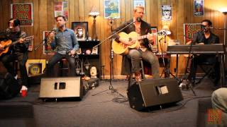 102.9 The Buzz Acoustic Session: Queens of the Stone Age - I Sat By The Ocean