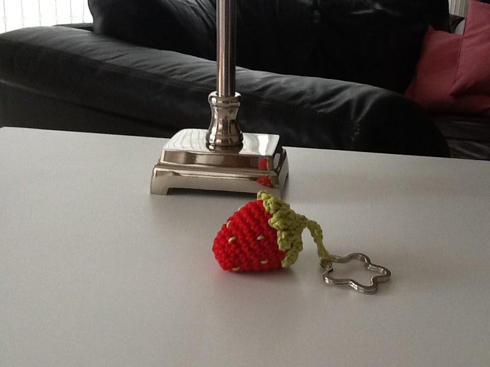 DIY Erdbeere als Schlüsselanhänger häkeln mit Häkelanleitung - YouTube