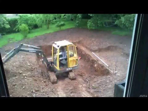 Construction piscine jour 3 terrassement timelapse for Construction piscine desjoyaux youtube