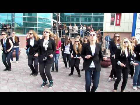 flashmob man in black