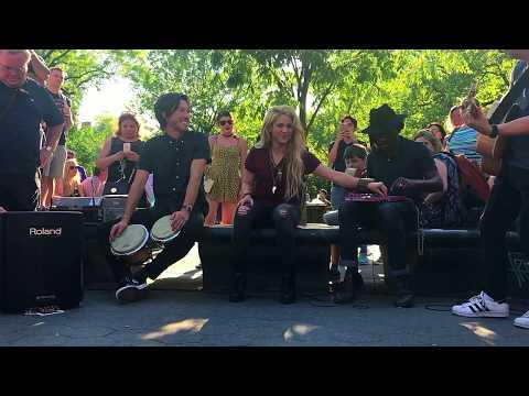 shakira sorprende en nueva york cantando chantaje