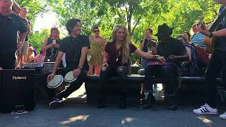 shakira performs chantaje live acoustic in washington square park new york city may 17 2017
