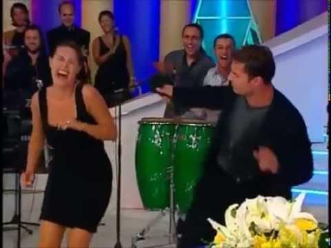 hulya show Ricky Martin'e oryantal ögretiyor