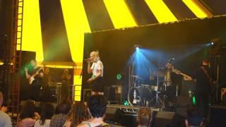 dagny performing fools gold live truck music festival July 2016