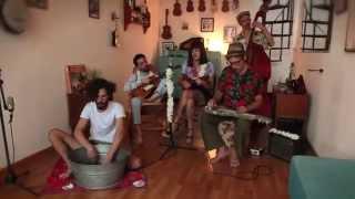 """LOS HERMANOS"" presentan LA FAMILIA DE UKELELES (Lovely hula hands)  (Cap I)"