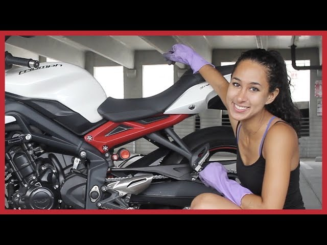 HOW I CLEAN AND LUBE MY MOTORCYCLE CHAIN | Triumph Street Triple R