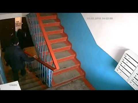 Самый незадачливый драгдилер Новосибирска торгует зельем прямо на камеру