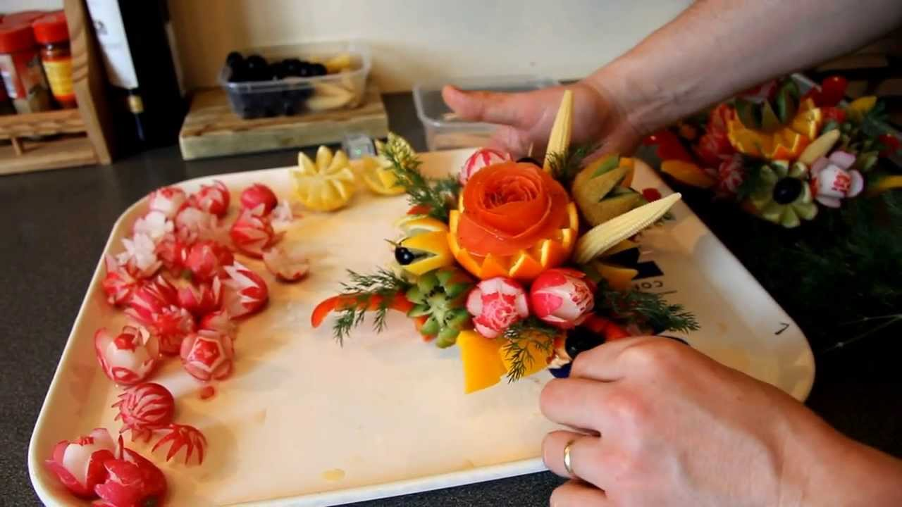 Comment faire un bouquet floral en fruits et l gumes youtube - Decoration legumes pour buffet ...