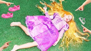 Valentina finge Brincar de ser princesa e a bruxa keka