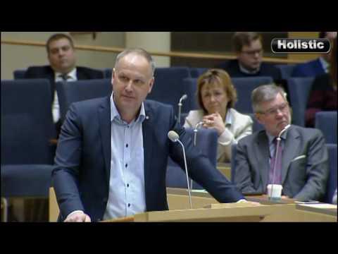 Svensk KOMMUNIST: DONALD TRUMP. Batra vs Sjöstedt. Moderaterna mot Vänsterpartiet.