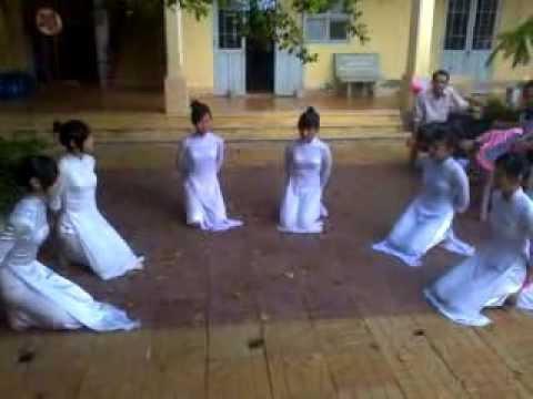 [Múa quạt] Những điều thầy chưa kể THPT Phú Tân 2013_11c1