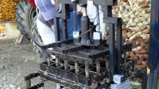 Repeat youtube video 25 briquette press