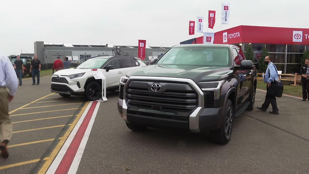 Download Toyota scraps V8 in redesign of new Tundra truck