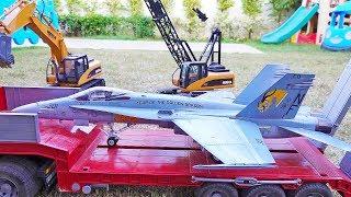 탱크 VS 비행기 장난감 포크레인 트럭놀이 Tank V…