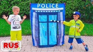Никита играет в полицейского и учит Влада правилам