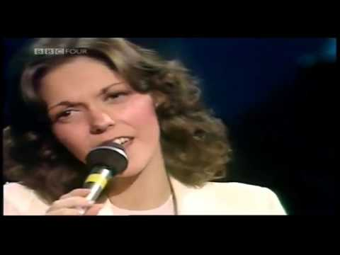 Carpenters | I Need to be in Love - at the New London Theatre (1976)
