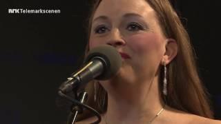 CHRISTINA G.HALVORSEN  En stjerne skinner i natt (E.Skeie/T. W. Aas)