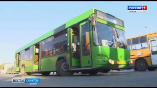Сотни автолюбителей из Заводского района вынуждены стоять в пробке на ж/д переездах