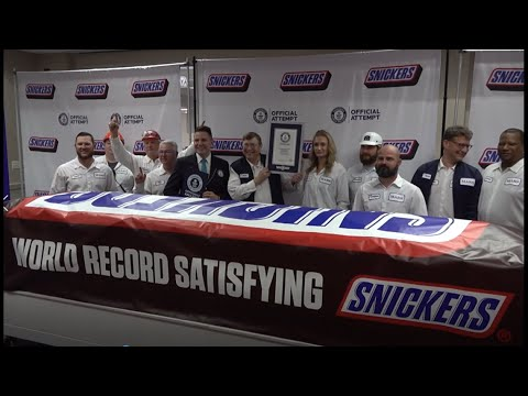 Everything-is-bigger-in-Texas-Worlds-largest-SNICKERS-bar-unveiled-in-Waco