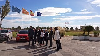 El presidente del Gobierno de Aragón y autoridades del grupo PSA reciben al rey en la fabric Za