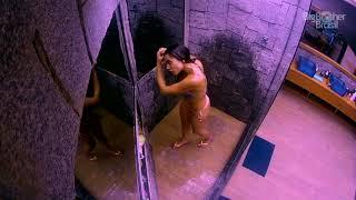 BBB 18 : Paula tomando banho