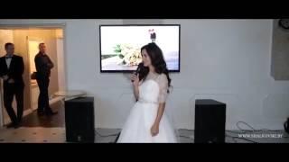 невеста поет на свадьбе