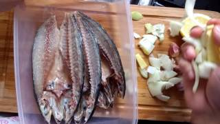 How Butterfly Cut and Marinade Raw Mackerel Fish Filipino style