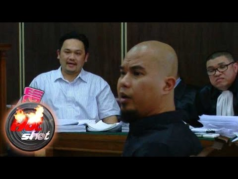 Sengitnya Perdebatan Farhat-Dhani di Ruang Sidang - Hot Shot 20 November 2015 Mp3