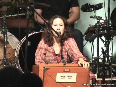 Donna De Lory sings Sanctuary live May 1, 2009