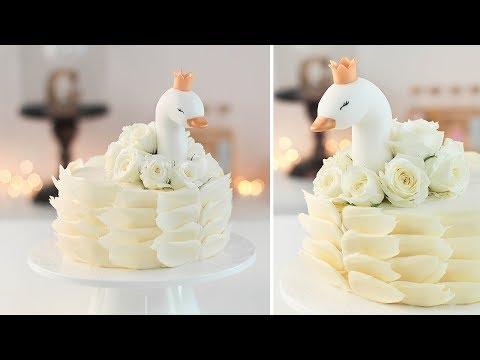 Torta decorada de Cisne con Chocolate y Flores frescas - Tan Dulce