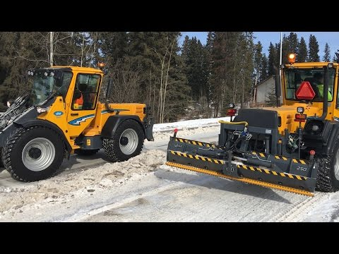 Wille 655c and 855c truck loading and road clearing in Canada